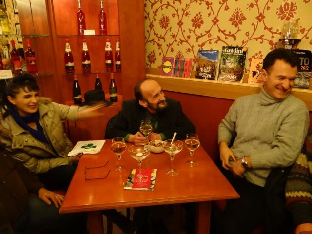 În centru: Vasile Gogea - un om căruia sufletul i-a depășit de multă vreme învelișul trupesc.