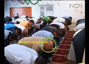 """Creștinul IYAD – DIAB, rugându-se întru """"Hristos"""", sau recitând trei versuri din El Zorab: """"Arabul în genunchi plecat/ Sărută sângele'nchegat/ Cu ochii'ncremeniți!""""…"""