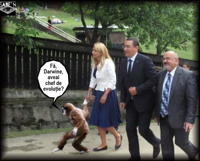 Maimuțoi politici duși cu ghidul la Mănăstirea Nicula să pară credincioși.