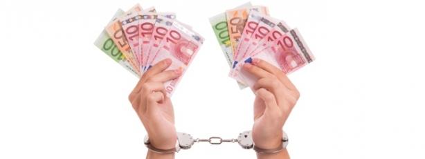 maini incatusate cu bani