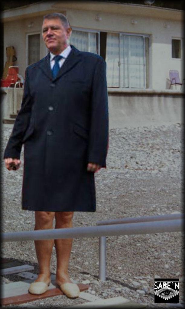 Klaus la Neptun, oarecum dezorientat de lipsa automatelor de napolitane. Măcar perdelele și cantina să fi fost în ordine și să nu fi vândut Ductatorul Băsescu Flota...